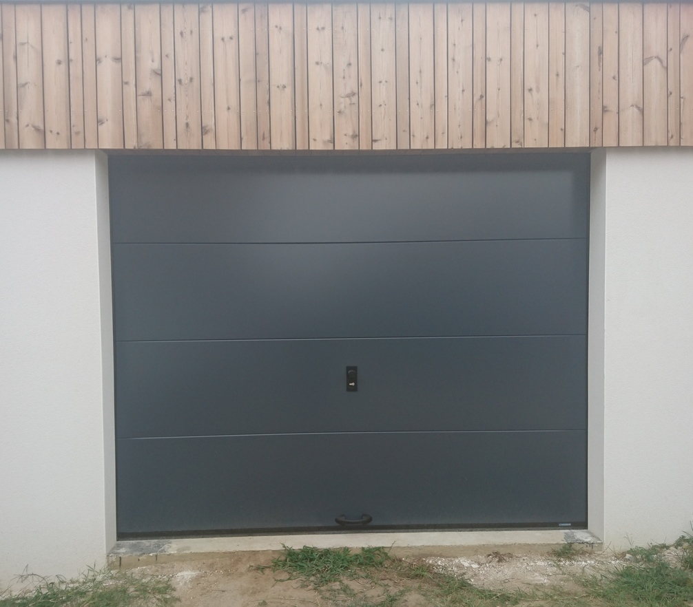 Porte sectionnelle gris anthracite lisse